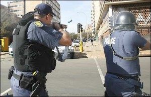 africa_2005.1211196720.police-shooting-in-joburg---bbc-picture